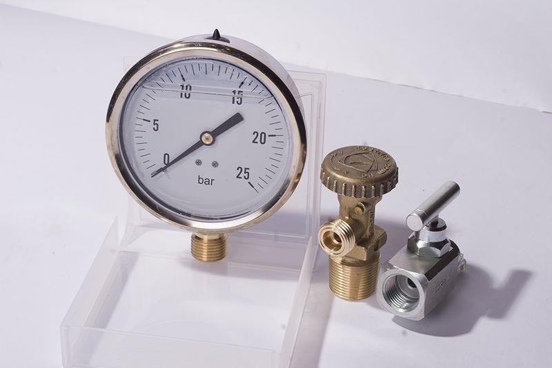 В чем измеряется давление газа в физике